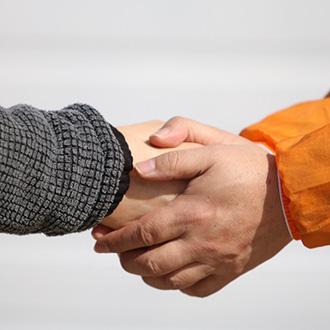 示談協議書案を策定し、提案することで、示談成立の可能性を高めます。